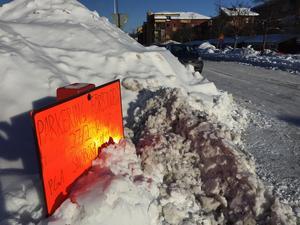 Enligt avtalet mellan Falu kommun och Skanska så ska kommunen först begära bortforsling av snö innan åtgärden kan genomföras. Bilden tagen den 15 mars i centrala Falun.
