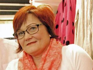 Anette Andersson som driver modebutiken Duvan i Hedemora tycker att julskyltningen och marknaden är viktig för att synliggöra Hedemoras särskilda karaktär som handelsstad.