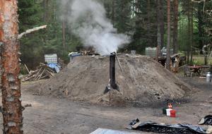 Milan Ingegerd sprider rök och trivsel i Ydreskogen.