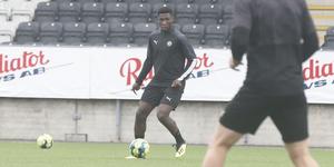 Fuseine Rashid är med och provtränar med ÖSK under två dagar.