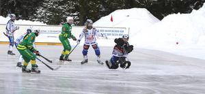 Galina Mikhaylova gör ett av sina fyra mål. Bild: Larsgöran Svensson.