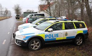 Polisresurser från stora delar av Skaraborg söker efter Ingvor Modén i Bolum i Falköpings kommun. Vid missionshuset i Bolum har polisen sin uppställningsplats.