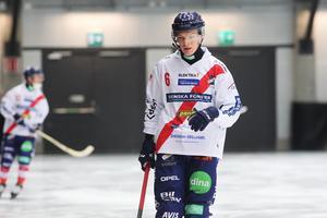 Oscar Wikblad hänger på i skytteligans topp efter två nya mål – hörna och straff – mot Frillesås.