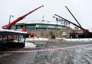 Två personer skadades i ett snöras på Kupolen i februari 2010. I övrigt är olyckor i köpcentrum ovanliga, i alla fall i Dalarna.
