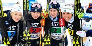 Jonna Sundling, Evelina Settlin, Ebba Andersson och Charlotte Kalla efter att ha blivit tvåa på stafetten i Ulricehamn.