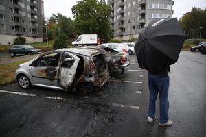 Utbrunna bilar på parkeringen vid Frölunda torg. Foto: Adam Ihse