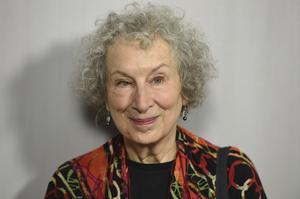 I över tre decennier har Margaret Atwood svarat på frågor om Offred och