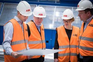 Tomas Pihlström, Tobias Hansson, Lina Bjelkenäs och Magnus Ström är med och leder ABB:s tekniksprång – 1100 kilovoltprojektet.Foto: Kim Norman