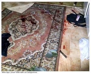 Bild ur polisens förundersökning. Nere till höger i bild syns en mantel till en pistol.