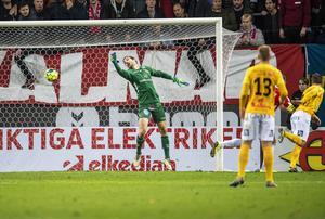 Anton Wedes nickmål mot Kalmar gav Falkenberg ledningen med 1-2, i matchen som slutade med 2-3-seger.  Foto: Suvad Mrkonjic / BILDBYRÅN / COP 170