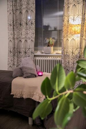 Linda Elsén och Jennie Gellerstam erbjuder massage på Paus.