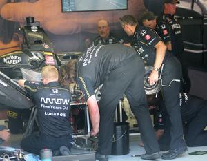 Alla mekaniker i Schmidt Peterson Motorsports-teamet fick inrikta sig på att sätta ihop en reservbil åt James Hinchcliffe – därför fanns ingen tid för att försöka göra Marcus Ericsson bil snabbare.