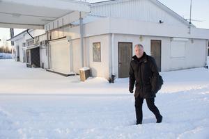 Mikael Mårtensson, ägare till Mioaffären, äger också fastigheten intill där det står en före detta bensinmack. Huset är tänkt att rivas och på platsen planeras det för en Hemköpbutik.
