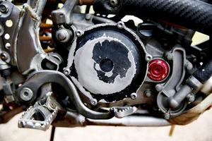 Detaljer. Att identifiera motorcyklarna var inte helt lätt. Små detaljer avslöjade dock att motorcyklarna på det litauiska Blocket var de stulna motorcyklarna.
