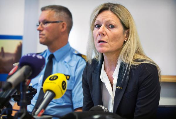 Eva Morén är förundersökningsledare. Hon ska senast klockan 12 på onsdagen fatta beslut om de två männen ska häktas eller försättas på fri fot.