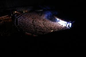 Runt 5 500 personer kom till Dalhalla på fredagskvällen för de tre banden The Sounds, The Hives och Mando Diao.