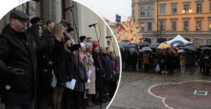 Regnet kunde inte stoppa det som blivit en klassisk jultradition för många – julaftonskörens konsert på rådhustrappan.
