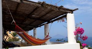 Ön Panarea norr om Sicilien är en av de mest romantiska platser Emma Wiklund vet.