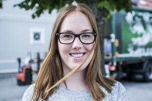 """Ystadbon Nicole Rosengren, 24: """"Jag har ingen direkt åsikt i frågan. Men visst är det äckligt, ofräsch när röklukten kommer in i lägenheten""""."""