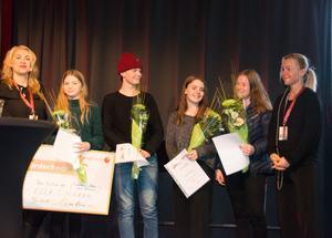 Samtliga pristagare: Ella Sjögren, Pontus Brandström, Elsa Olavsen och Jenny Näslund med prisutdelarna/deckarförfattarna Pernilla Ericsson och Sara Larsson.