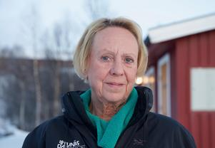 Tidigare bodde Catharina Bernström-Roark i Røros i husvagn. Numera pendlar hon och hunden Troy dit fyra dagar i veckan.– Det är skönare att bo hemma; att få komma hem till Bruksvallarna varje dag.