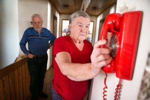Under fredagen överraskades Hans Pettersson och Britt Bäck av att telefonen plötsligt började ringa igen.