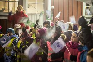 Barnen framförde en sång om Grön flagg.
