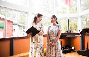 Agnes Wästfelt och Astrid Robillard lyste av gott humör.