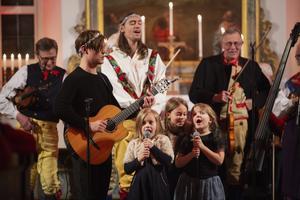 Harriet, Salka och Edit Norén sjöng luciasången tillsammans.