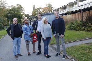 Christer Möllberg, Magdalena Foss, Anders Bengtsson, Liselott Larsson och Erik Svantesson på Apelvägen tänker inte stillatigande se sina hem förvandlas av Öbo - nu har de startat en namninsamling för att åtminstone pausa planerna på upprustningen av deras hem.