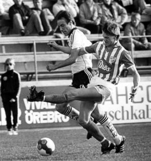 Alan Cork i en match mot IFK Västerås i maj 1983. ÖSK vann med 1–0 efter mål av en annan engelsman – Stuart Baxter.