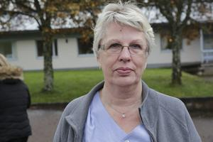 Nu skärs det ned på demensboende i Fredriksberg, ett exempel på den växande kommunala krisen. På bilden: Marita Larsson, som jobbat där i 39 år.