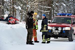 Den hyrda skotern fick mindre  skador liksom bilen. Skoterföraren fördes med benskador till Särna vårdcentral.