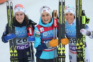 Charlotte Kalla, längst till höger, tillsammans med Ebba Andersson och Therese Johaug under en världscuptävling förra säsongen.