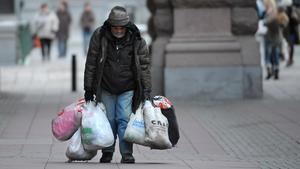 Det är de fattigaste som tar smällarna, skriver signaturen Observant. Bild: Leif R Jansson
