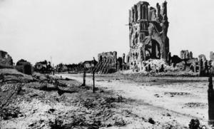 Ruinerna av Cloth Hall i Ypres, Belgien, efter Första världskriget.