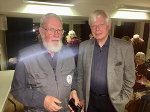 Hans-Peter Stülten, ordförande för Nynäshamns släktforskarförening, och Erland Ringborg, ordförande för Sveriges släktforskarförbund. Foto: Nynäshamns släktforskarförening