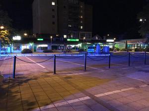 Stora delar av torget i Brynäs centrum är avspärrat.