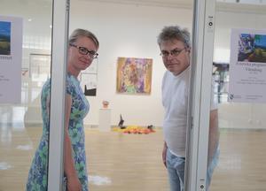 Åsa Wikberg och Björn Wallgren öppnade dörren för en biosalong i konsthallen med förverkligande under 2019. Men nu är det osäkert om projektet kan genomföras nästa år.