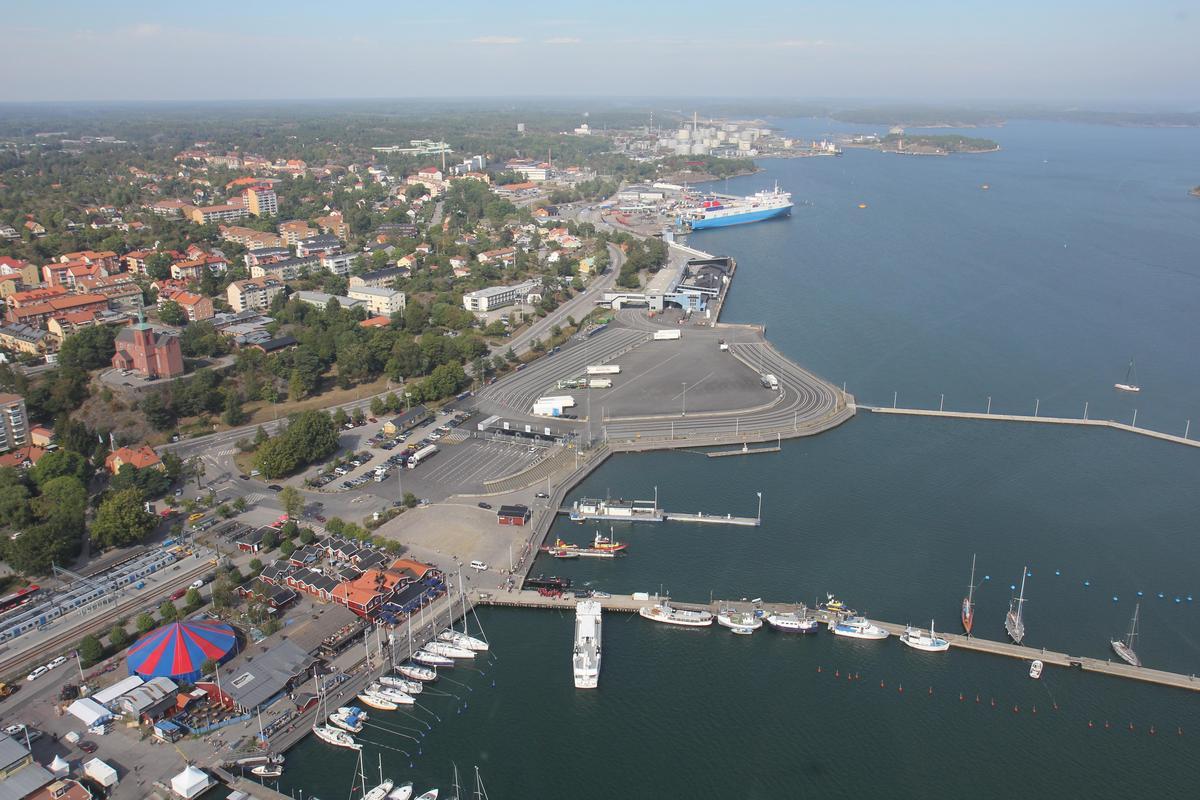 Är det verkligen möjligt att flytta färjetrafiken till Norvik och bygga bostäder i gamla hamnen? Väljarna har rätt att få veta om det verkligen är möjligt att flytta passagerarfärjorna från Nynäshamns hamn så det kan byggas bostäder där eller om det är ett nytt hugskott utan förankring i verkligheten, skriver Jan-Erik Ljusberg (SN).