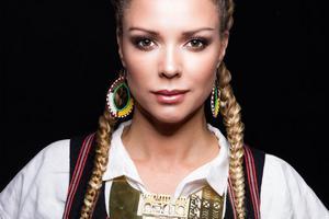 Anna Sahlene är näst sist ut i satsningen Hälsingland live. Se hennes konsert på tisdagskvällen på helahälsingland.se. Foto: Pressbild.