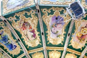 SNYGGT. En vackert dekorerad karusell