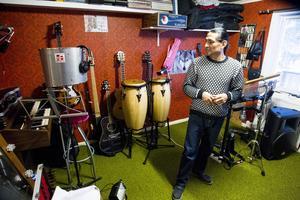 I en studio på övervåningen skriver Jorge musik där panflöjter är det genomgående temat. En ny skiva är också på väg att släppas, ett smakprov på musiken finns i bildspelet på Helahälsingland.se.