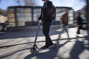 Elsparkcyklar skulle vara ett positivt trafikinslag i Dalarna när uppförsbackarna känns extra långa en varm sommardag. Foto: Stina Stjernkvist / TT
