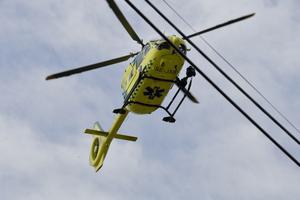 Den skadade mc-cyklisten fördes med ambulanshelikopter till Falu lasarett. Arkivbild.