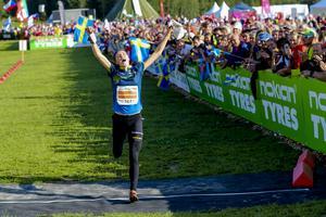 Tove Alexandersson jublar vid målgång. Foto: TT.