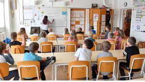 Elever och lärare under en lektion. Foto: Jonas Ekströmer/TT