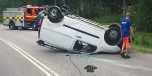 Den ena bilen voltade i trafikolyckan på tisdagseftermiddagen.