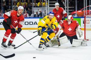 Patric Hörnqvist jagar pucken. Bild: Ludvig Thunman/Bildbyrån