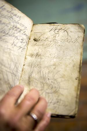 Magnus Westman hittade en dagbok i farstuväggen när han skulle riva den.